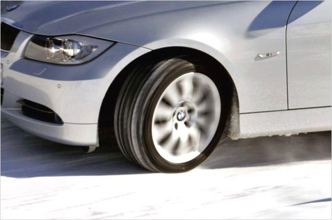 【イエローハット】スタッドレスタイヤの交換工賃や評判は?保管サービスが便利
