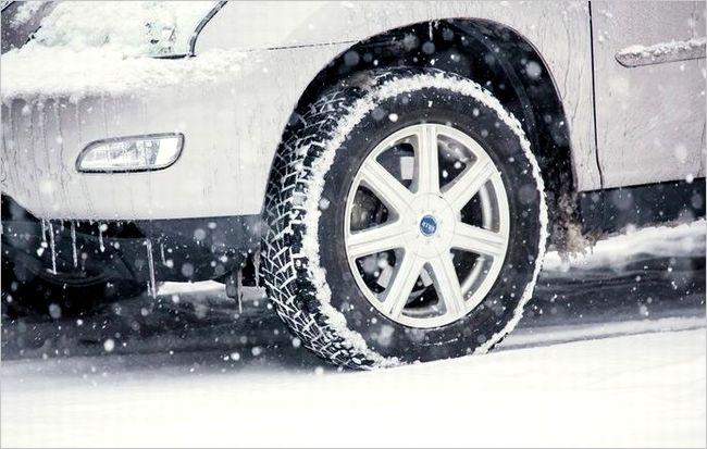 冬に車のエンジンがかかりにくい理由は?低温時の注意点について